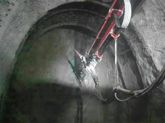 湿喷机械手,湿喷台车隧道施工现场