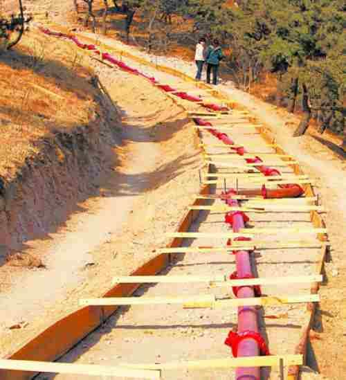 小型混凝土输送泵向下布管