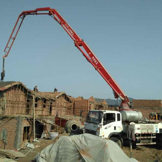搅拌泵送混凝土浇筑楼面